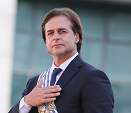 Lacalle Pou eyes trade potential of Uruguay river, Argentina urges Mercosur unity