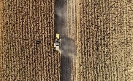 América Móvil recurre a John Deere para aumentar conectividad en agricultura brasileña