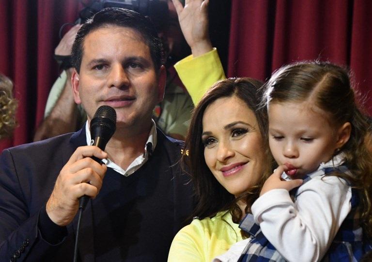Predicador evangélico y candidato oficialista pasan a segunda vuelta en Costa Rica