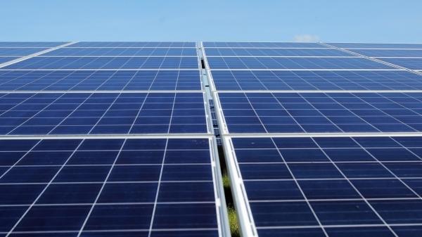 Brasil estudia opción de capacidad solar flotante