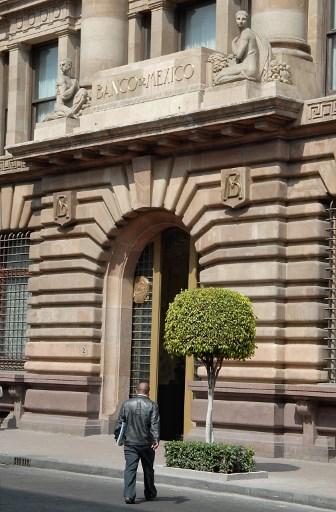 Banco Central de México mantiene ciclo de flexibilización mientras PIB tropieza