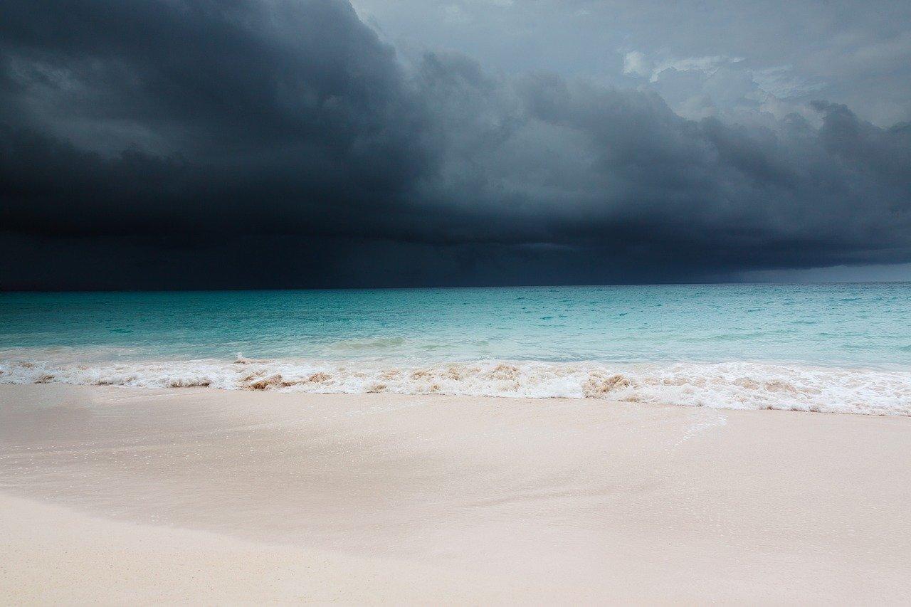 Impacto del COVID-19 en turismo y commodities amplía diferenciales de bonos caribeños