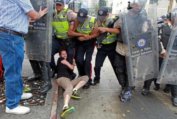 Oil tumble sparks fears of fresh Venezuela unrest
