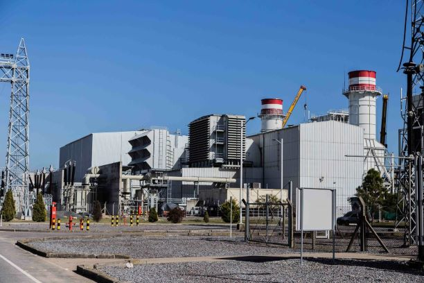 Cash-strapped Fernández turns attention to power generation market