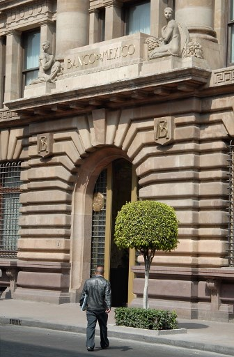 Mexico officials say financial system key in COVID-19 battle