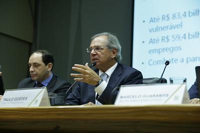 Bolsonaro confirma a ministro de Economía ante rumores de salida
