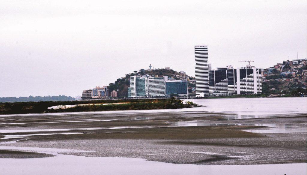 Ecuador llama a expresar interés por dragado de río Guayas