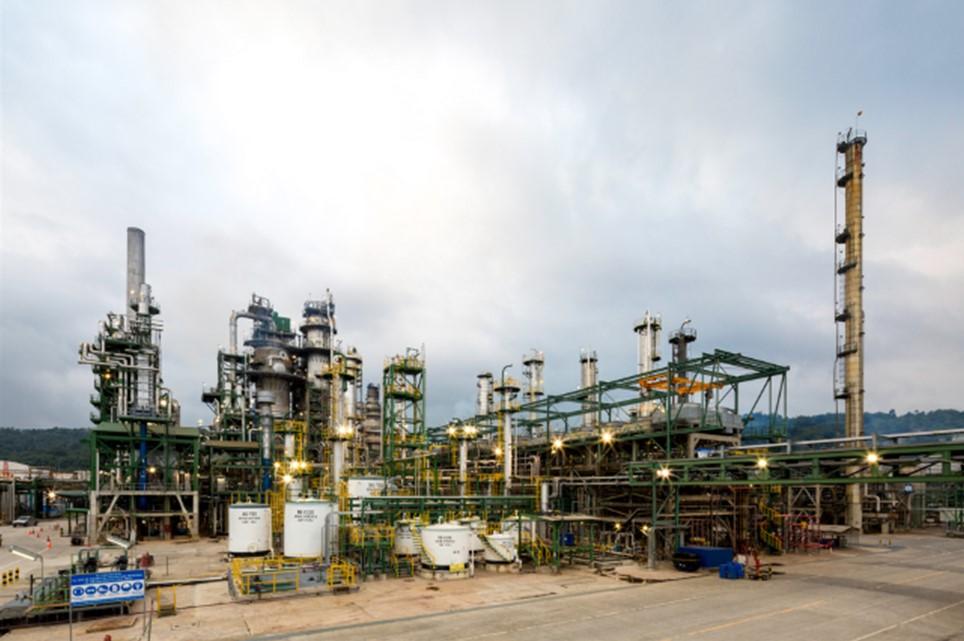Ecuador convoca administración y operación de refinería Esmeraldas
