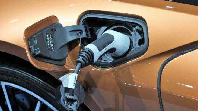 Litio latinoamericano genera interés de Australia por auge de autos eléctricos