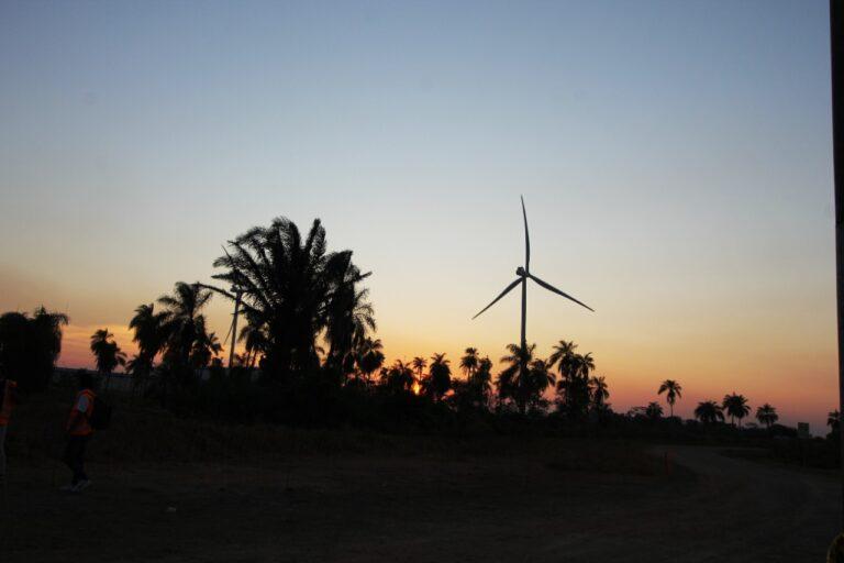 Bolivia inaugura en Warnes el primer parque eólico de Santa Cruz
