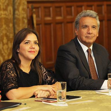 Renuncia vicepresidenta de Ecuador por acusación de corrupción