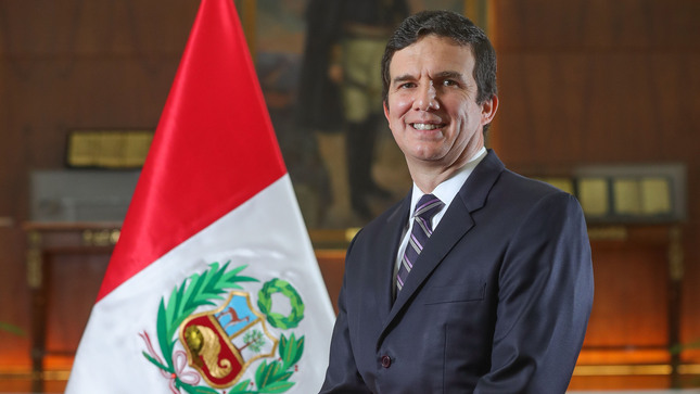 Luis Inchustegui Zevallos sworn in as Peru's new Minister of Energy and Mines