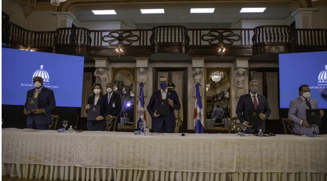 Presidente Abinader define firma del Pacto Eléctrico como un acto de responsabilidad del Gobierno y los sectores participantes