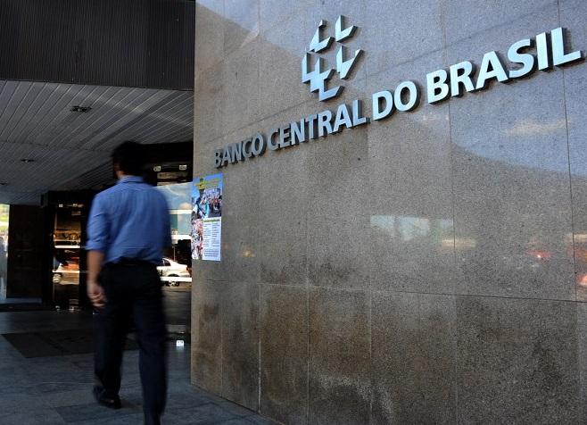 Agencias calificadoras discrepan en perspectivas para banca brasileña
