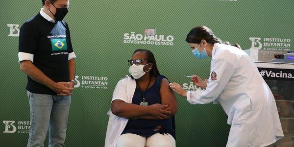 Deficient Brazilian vaccination program heightens political risks
