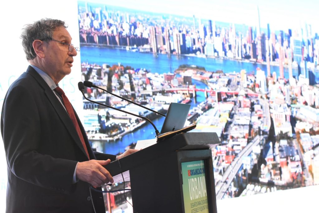 Though different, Santiago, NYC face similar infra challenges