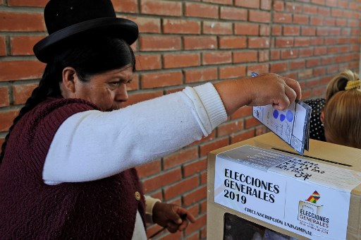 Bolivia's Morales leads vote, but seems headed for runoff