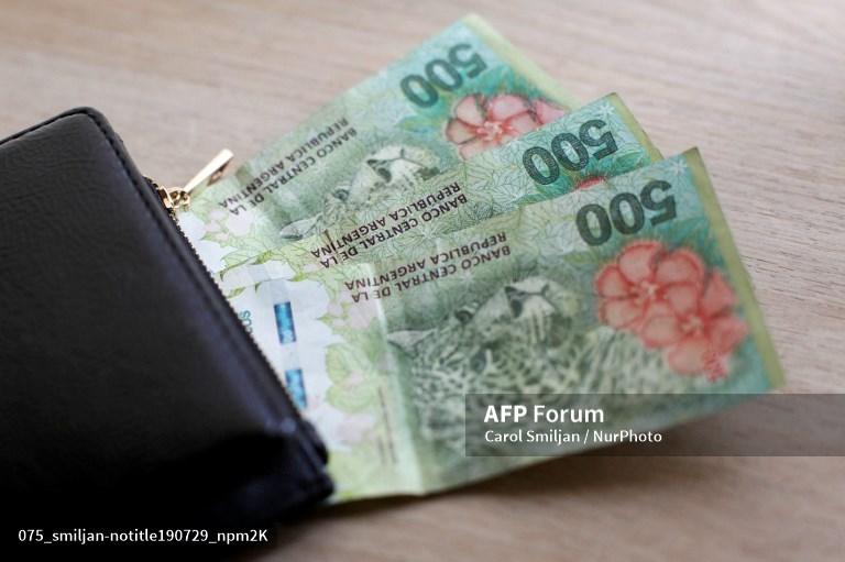 Depreciación y controles cambiarios afectan a empresas de remesas a Argentina