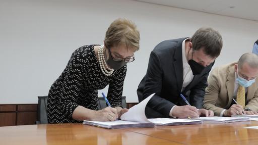 Chile suscribe contratos para nueva flota de buses de sistema RED