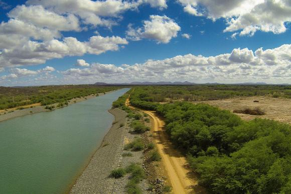 Rechazan elevar cobro por agua de río brasileño