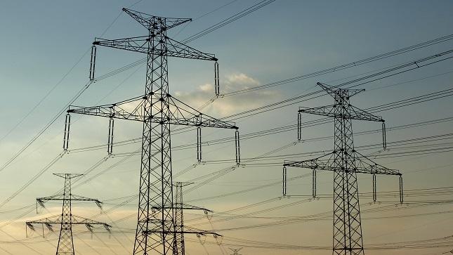 Ecuador suscribe contratos de transmisión de energía