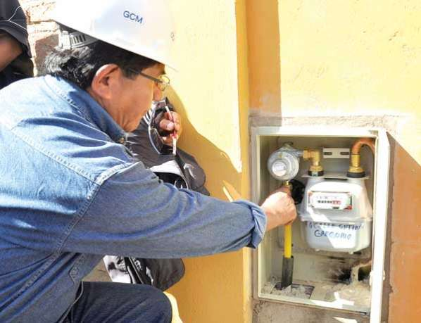 YPFB reinicia instalación de gas a domicilio y reactiva economía de 1.049 empresas del rubro