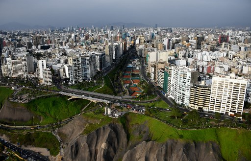 Lima metro overcoming water pipe obstacles