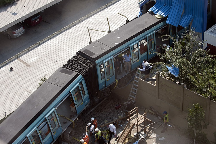 Lack of insurance leaves Santiago metro exposed after fires