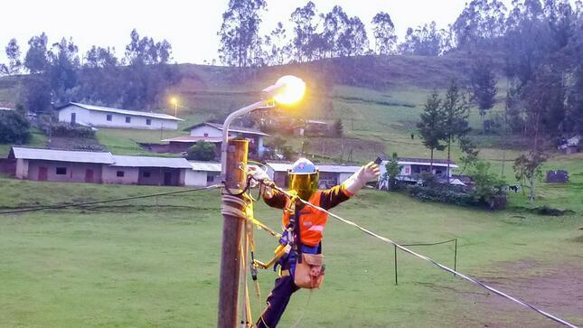 Perú lanza convocatoria por contrato de electrificación rural para cuencas de ríos