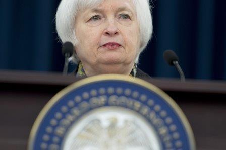 Fed mantiene tasas por debilidad de actividad económica