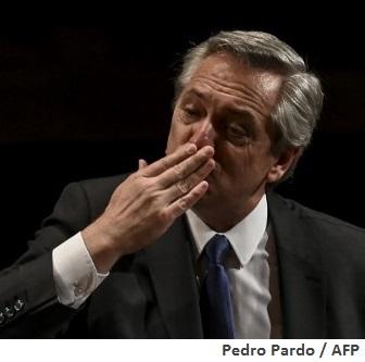 Inflation: Embattled Argentina may 'muddle through'