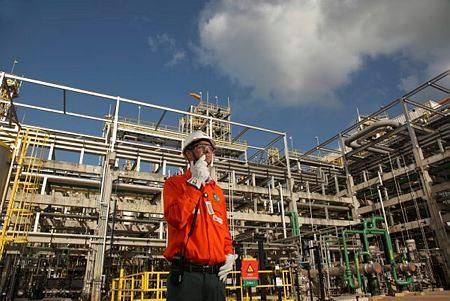 Petrobras approves refinery sale amid major management shakeup