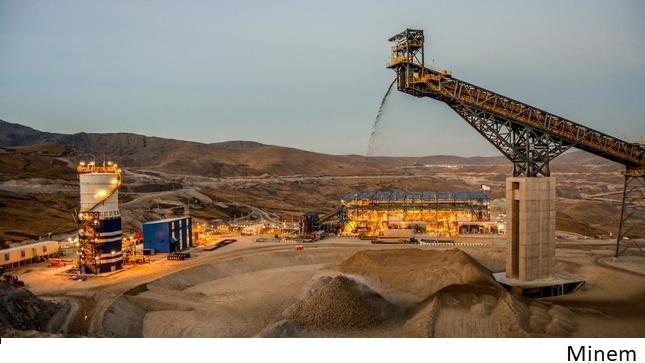 Congreso de Perú recibe proyecto para verificar cumplimientos ambientales de mineras