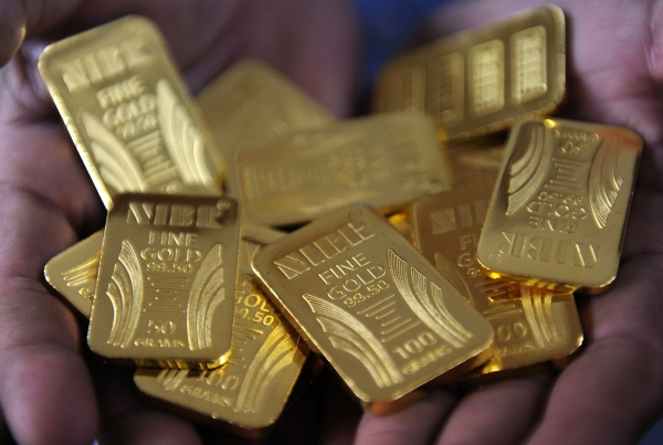 Gold hits seven-month high