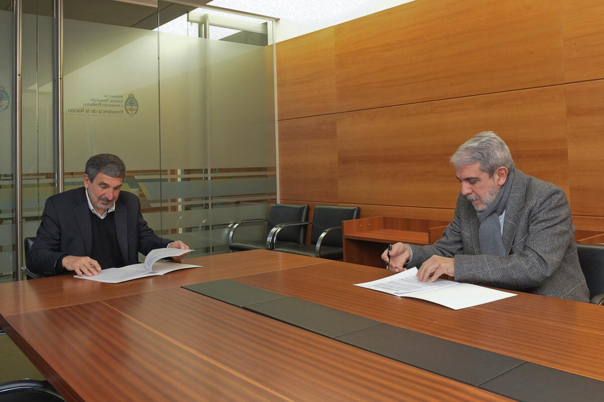 Argentine coal firm, science ministry sign R&D agreement