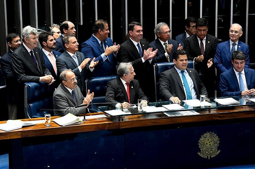 Brasil pretende abrir economía tras reforma de pensiones