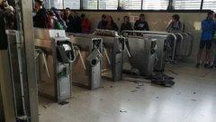 Metro de Santiago: 80 estaciones dañadas o destruidas durante protestas