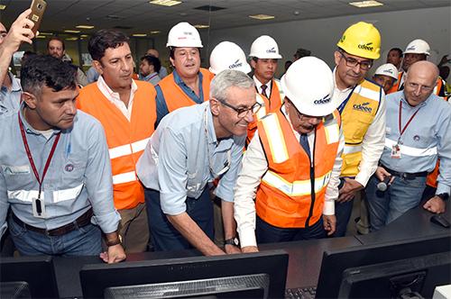 El presidente Danilo Medina enciende la unidad número dos de la Central Punta Catalina