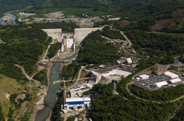 Building the new hydroelectric plant 3 de Febrero