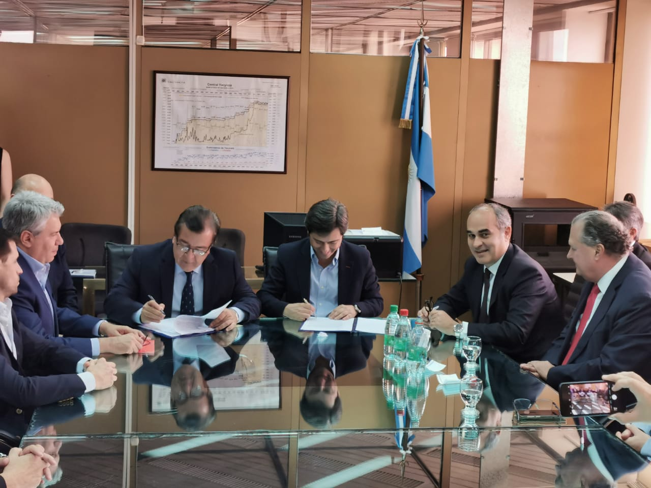 Historic: Paraguay and Argentina sign contracts to start the civil works of Aña Cua